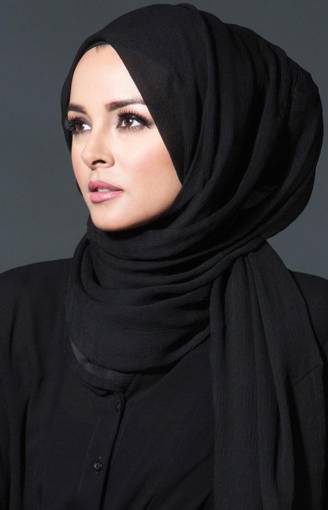 Woman wearing Aab chiffon hijab
